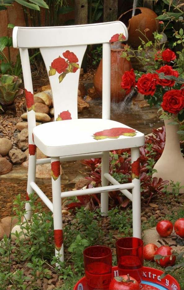 diy garden project decorate old chair napkins red roses