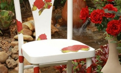diy-garden-project-decorate-old-chair-napkins-red-roses