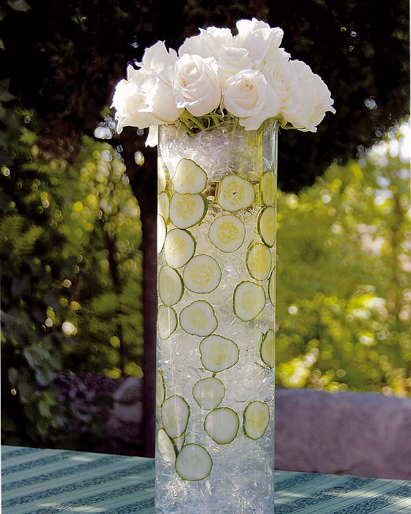 diy garden table decoration crystals cucumbers glass vase white roses
