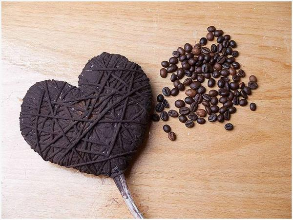 diy gift ideas coffee beans heart shaped topiary