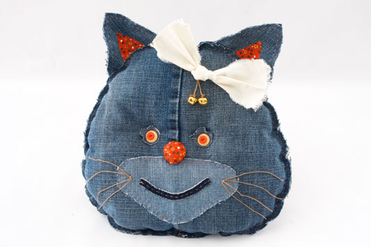 diy ideas recycling denim jeans kitty cushion sew