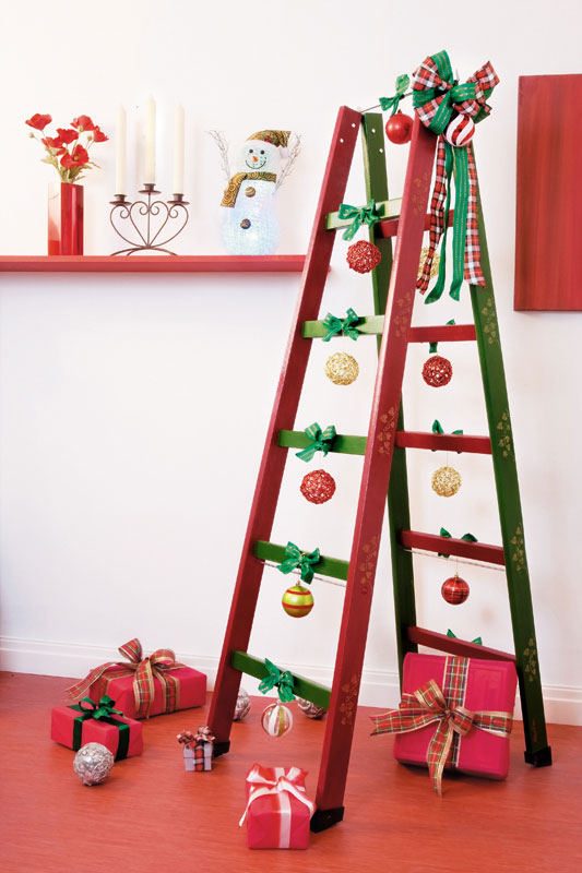 diy ladder shelf ideas cristmas decorations ribbons presents