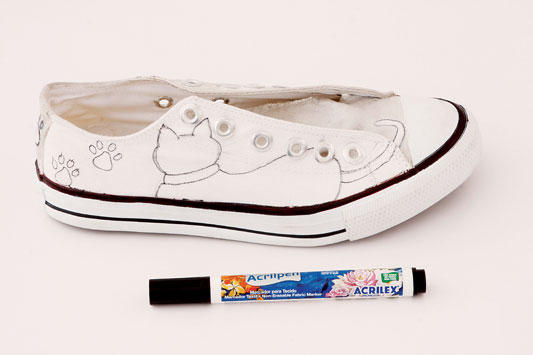 diy painted shoes marker draw kittens