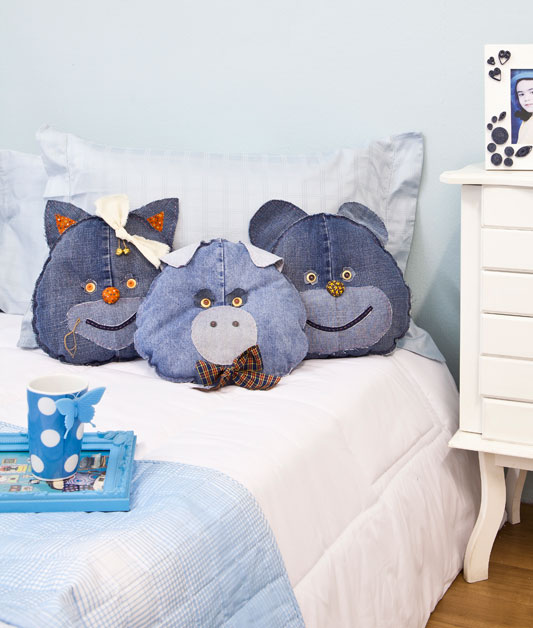 diy recycling denim jeans sewing animal pillows kids room
