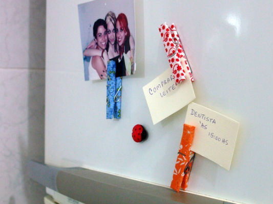 diy refrigerator magnets post it messages clothespins