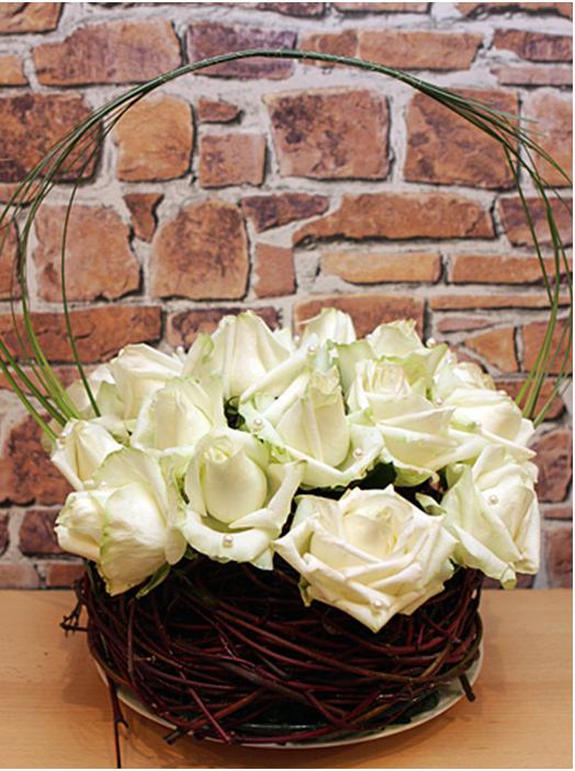 diy wedding flower arrangement white roses pearls sticks nest