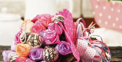 make-candy-flower-bouquet-tutorial-diy-chocolates-paper-roses-ribbon