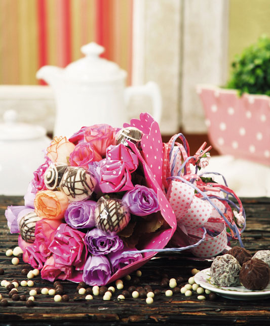 make candy flower bouquet tutorial diy chocolates paper roses ribbon