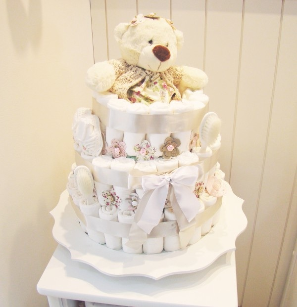 neutral diaper cake idea teddy bear flowers bathroom baby products