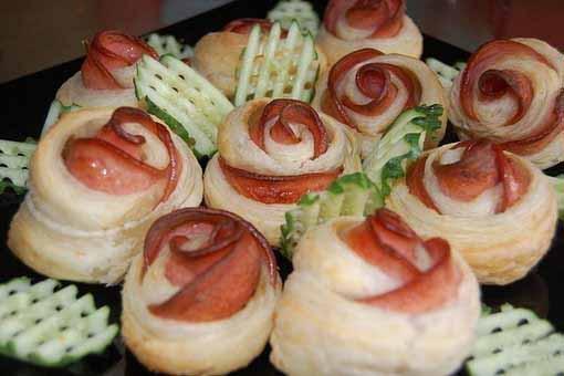 roses-appetizers-ham-bacon-dough