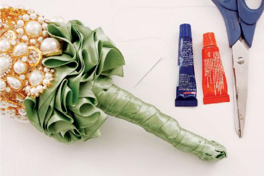 diy brooch wedding bouquet tutorial green satin ribbon