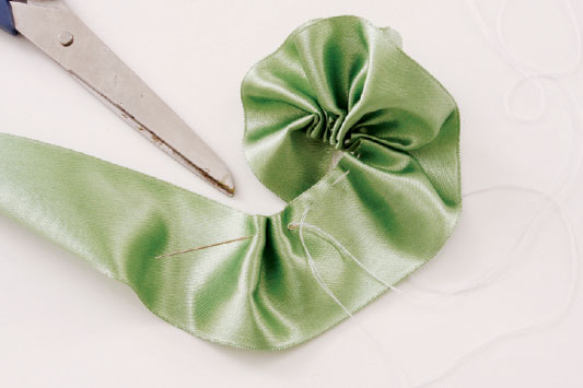diy brooch wedding bouquet tutorial riffles ribbon