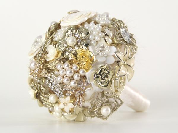 diy brooch wedding bouquet vintage pearls ivory