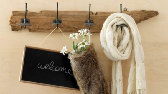 diy-driftwood-decor-wall-hook-hallway