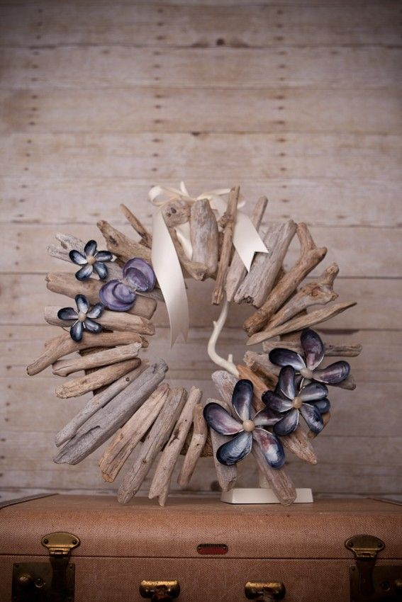 diy-driftwood-decor-wreath-seashells-flowers