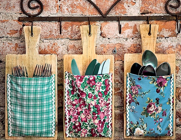 diy-kitchen-storage-ideas-cutlery-utensil-wooden-cutting-board-fabric-scraps