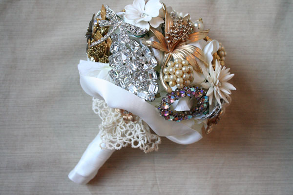 diy small brooch  wedding bouquet vintage brooches lace