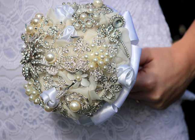diy wedding brooch bouquet vintage white ivory