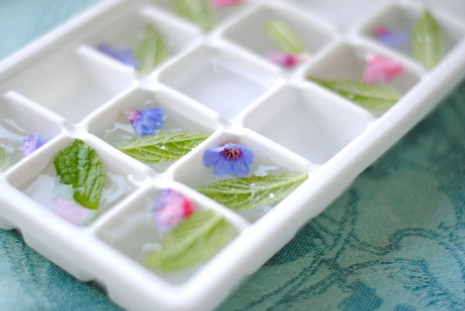 Summer decorating ideas -ice-mint-flowers-tray