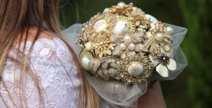 vintage-bridal-bouquet-brooches-wedding-trend