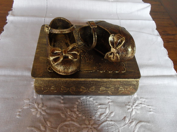 baby shoes paint idea jelewry box decor
