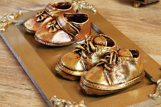 Bronzing baby shoes with paint- Cute