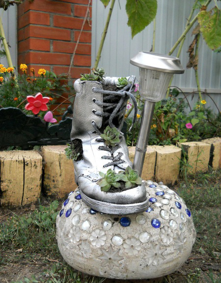 Diy home garden decor idea with a shoe planter and succulents for Garden decoration ideas pictures