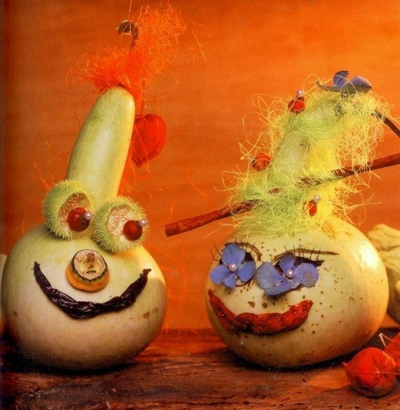 easy pumpkin centerpieces smiling-gourds-natural-materials