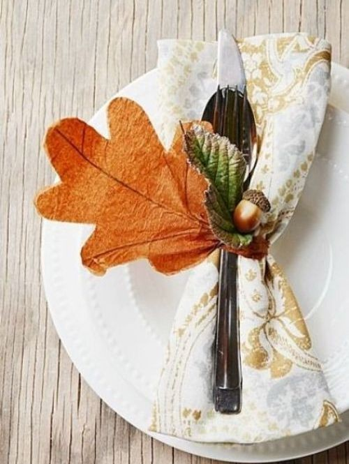 fall-table-napkin-decor-ideas-faux-acorn