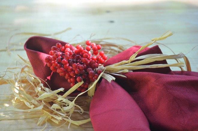Spruce up your festive fall table with fancy napkin decor ideas - Merlin decoration bordeaux ...