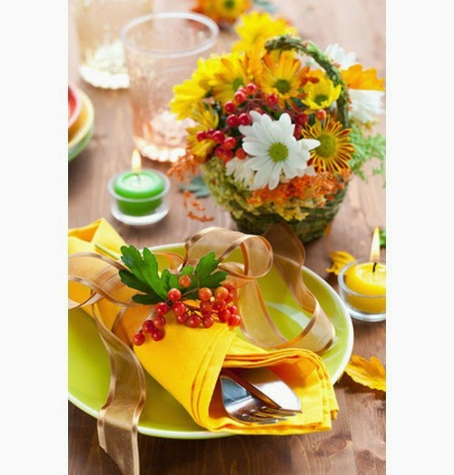 fall-table-napkin-decor-ideas-yellow-napkin-berry-branch