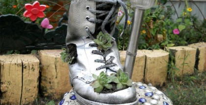 garden-decor-idea-boot-succulents-planter