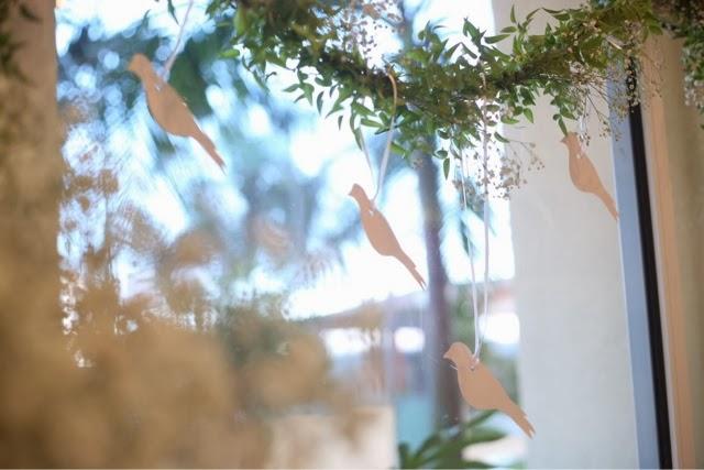 christmas-window-decoration-ideas-paper-birds-green-garland