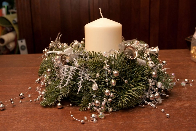 christmas-wreath-centerpece-silver-decorations