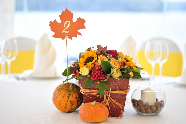 decorating for fall ideas-flower-arrangement-candle-holder-hazelnuts
