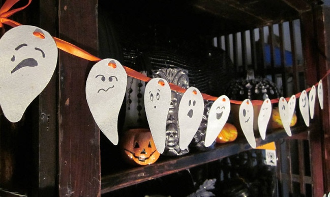 Easy DIY Halloween Home Decor Ideas With Ghosts Bats And