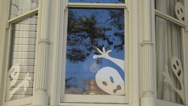 diy-paper-ghosts-silhouettes-window-decoration-halloween