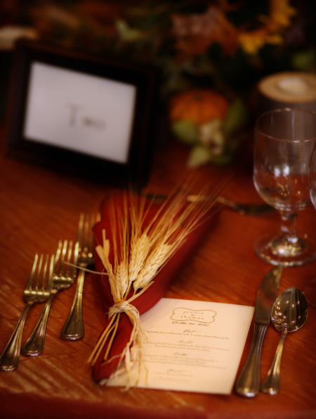 fall-table-decor-wheat-stems-dark-orange-napkin