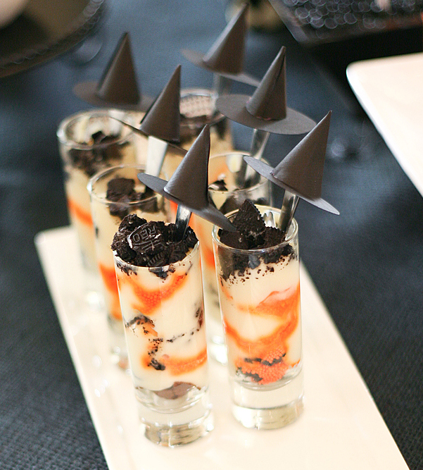 halloween dessert idea decoration paper witch hats sticks