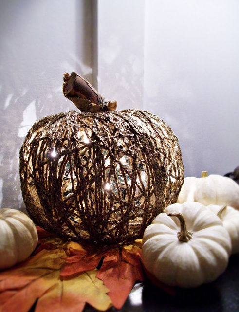 halloween-pumpkin-diy-project-yarn-christmas-lights-inside