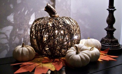 halloween-pumpkin-diy-project-yarn-form-lights-inside