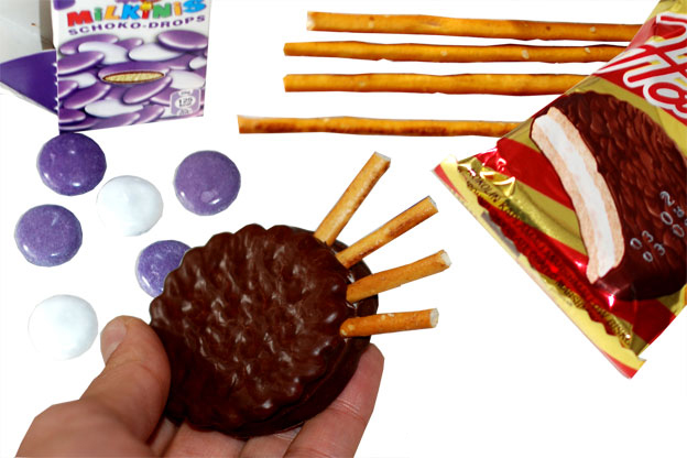 last minute halloween recipe ideas kids cookies candy salt sticks