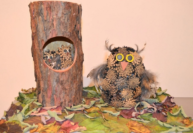 Owls made of pine cones and feathers for Crafts made from nature