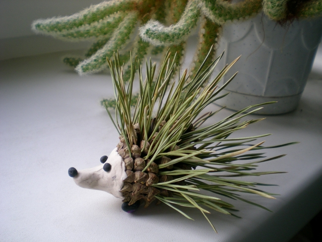 nature-inspired fall decorating ideas hedgehog-pinecone-tree-needles