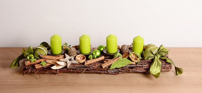 rectangular-christmas-advent-wreath-green-candles-sinnamon-sticks