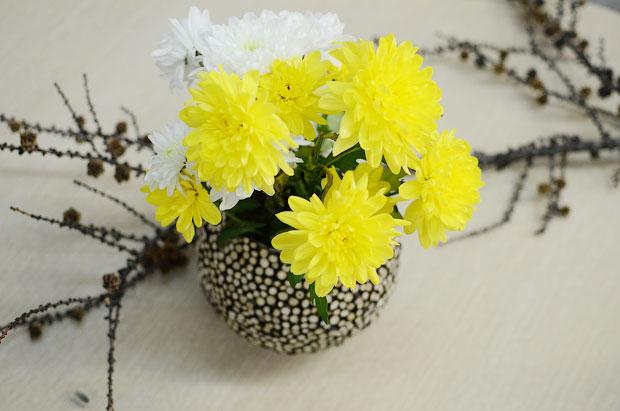 table centerpiece wood twigs fresh flower diy decor inspiration