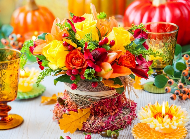 table-decorating-for-fall-ideas-flower-arrangement-burlap