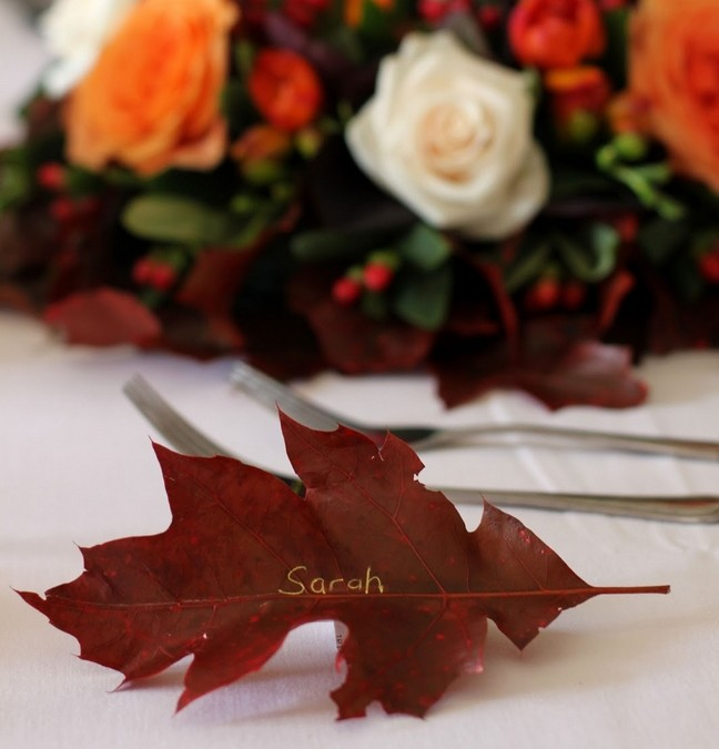 table-fall-decor-idea-oak-leaf-place-card-autumn