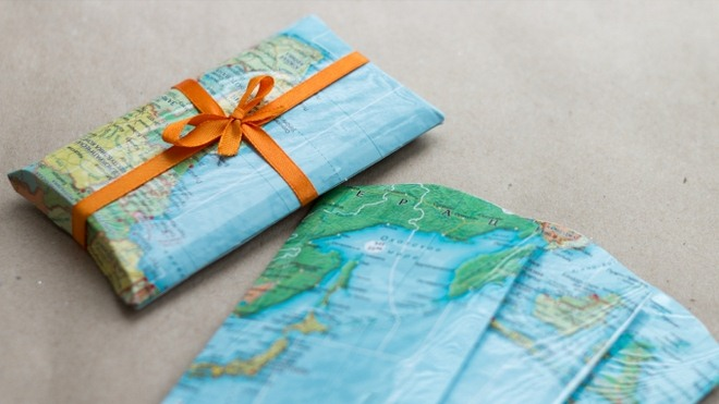 wrap-christmas-gift-cards-ideas-travel-theme-world-map-gift-package
