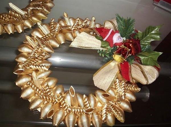 christmas crafts ideas diy gold wreath pasta